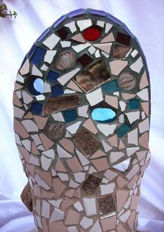 Maceta decorada en trencadís o mosaicos nº5 (primer plano dorsal) http://joanserinya.blogspot.com.es/