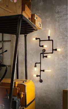 Rouhea seinävalaisin vesiputkista tunnelman luomiseen. Valaisimesta saa tarvittaessa paljonkin valoa viiden lampun ansiosta. Valaisimen voi asentaa myös kattopintaan. Asennuskohta on keskemmällä oleva kiinnike. Kiinnike ei itsellään peitä mahdollista kattorasian reikää, lisävarusteena voi ostaa tähtilevyn, jolla reiän saa peittoon ja voi vaikuttaa valaisimen asennussuuntaan. Pituus 79 cm, leveys 38,5 cm, syvyys 10 cm...