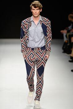 http://www.style.com/slideshows/2012/fashionshows/S2013MEN/VWESTWOOD/RUNWAY/00350fullscreen.jpg