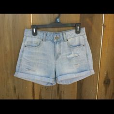 Light wash distressed shorts Mid-rise Size 26  Re-posh because they did not fit me  Make an offer with the button   X No Trades X Forever 21 Jeans