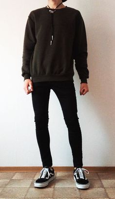 Vans old skool black skinny jeans boys outfit vans love Boy Outfits, Casual Outfits, Men Casual, Fashion Outfits, Indie Fashion Men, Teenage Boy Fashion, Old Skool Black, Vans Outfit, Black Skinnies