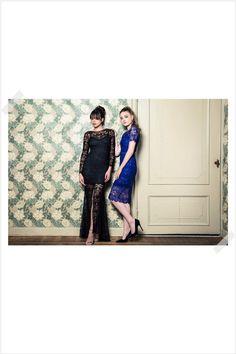 Jurken Huren. Body Frock. Azela. Robina. Black dress. Blue dress. Sexy and elegant. Maxi dress. Midi dress. Long lace sleeves. Lace dress. Photographer Elza van der Saag.