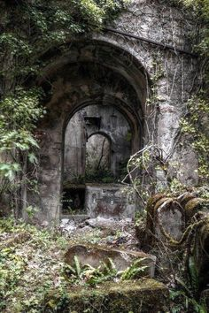 Is this a cemetery? It looks a lil creepy but also awesome! Old Buildings, Abandoned Buildings, Abandoned Places, Photo Post Mortem, Old Cemeteries, Graveyards, Abandoned Mansions, Architecture, Cemetery