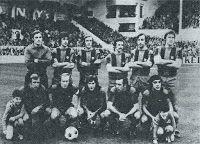 F. C. BARCELONA - Barcelona, España - Temporada 1975-76 - Artola, Tomé, Neeskens, De la Cruz, Costas y Migueli; Rexach, Marcial, Mir, Asensi y Fortes - REAL SOCIEDAD DE FÚTBOL DE SAN SEBASTIÁN 2 (Araquistain, Zamora) F. C. BARCELONA 2 (Asensi y Mir) - 07/12/1975 - Liga de 1ª División, jornada 12 - San Sebastián, Guipúzcoa, estadio de Atocha
