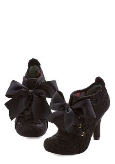 Strut You Wanted Heel in Black. That commanding strut in your step today is attributed to these black heels by Irregular Choice! Cute Shoes, Me Too Shoes, Irregular Choice Shoes, Shoe Boots, Shoes Heels, Bow Shoes, Estilo Lolita, Vintage Shoes, Retro Vintage