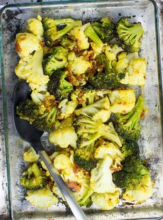Easy Roasted Broccoli and Cauliflower - Mediterranean-style - layer everything out into a baking tray #oven #sundried tomatoes | hurrythefoodup.com