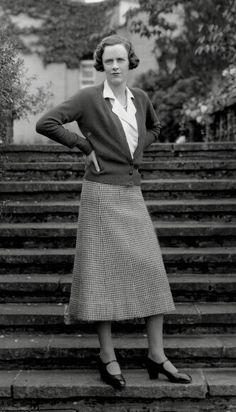J Lindeberg Womens Golf Clothing Key: 8032060004 1930s Fashion, Retro Fashion, Vintage Fashion, Fashion Black, Vintage Skirt, Vintage Dresses, Vintage Outfits, Europe Fashion, Fashion History