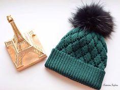 А вот и другая сторона этой теплой двухсторонней шапочки. А если еще и помпон поменять, то никто никогда и не догадается, что это та же #шапочка_сюрприз💫 только с другой стороны😉. #katty_market_в_наличии Стоимость шапки с помпоном черного цвета (енот) - 620грн К шапочке можно связать варежки, шарф или снуд. По вопросам в директ 📩