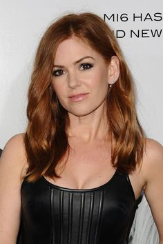 Isla Fisher's Haircut Will Convince You to Go Shorter For Spring