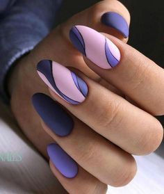 The advantage of the gel is that it allows you to enjoy your French manicure for a long time. There are four different ways to make a French manicure on gel nails. Nail Swag, Elegant Nails, Stylish Nails, Trendy Nails, Pretty Nail Art, Beautiful Nail Art, Beautiful Pictures, Almond Nails Designs, Nail Designs