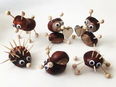 Basteln mit Kindern – Total schöne Kastanien Tiere ganz easy Crafts with children – Totally beautiful chestnut animals quite easy Easy Fall Crafts, Diy Crafts To Do, Fall Crafts For Kids, Diy For Kids, Kids Crafts, Arts And Crafts, Deco Fruit, Conkers, Nature Crafts