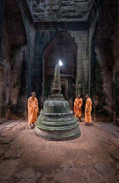 buddhist monks, preah khan temple, siem reap, cambodia