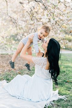 Classy maternity photos. Cute ideas for maternity photos. Fall maternity photography. Stephanie Sunderland Photography. Central Park Photo shoot. Central Park Photographer. Lifestyle maternity Photos. Mommy and me photos. Blue eye baby.