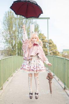 cosplayeverywhere:  Lolita (ロリータ)
