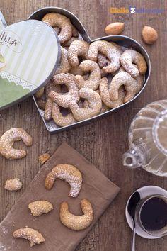 I #kipferl alla vaniglia sono i biscotti austriaci tipici delle feste natalizie...per una golosa pausa merenda o un dolce regalo di #Natale! #Christmas #ricetta #GialloZafferano http://speciali.giallozafferano.it/regali-da-mangiare