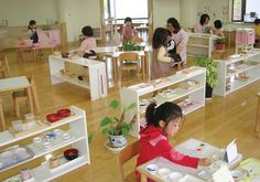 information on how Montessori classrooms differ from traditional classrooms