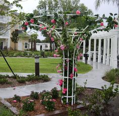 All-American small and large hubble trellises sold by Alumacart.