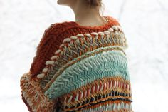 -- Looks like herringbone stitch done with huge needles and a very chunky yarn. Lovely choice of colours too. Knitting Wool, Double Knitting, Knitting Socks, Knitted Hats, Knitting Patterns, Crochet Patterns, Knitting Ideas, How To Purl Knit, Knit Picks
