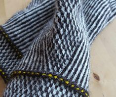 Ravelry: Baritono's Striped and checkered mittens in twined knitting
