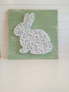 12x12 sage green board with white string art rabbit. by aBitofBeck / Fil tendu: lapin blanc sur planche vert tendre