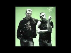 Eagles of Death Metal - Stuck In the Middle With You