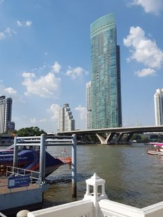 Taking advantage of a bright and sunny day in Bangkok to take a short trip to the Chao Phraya River...