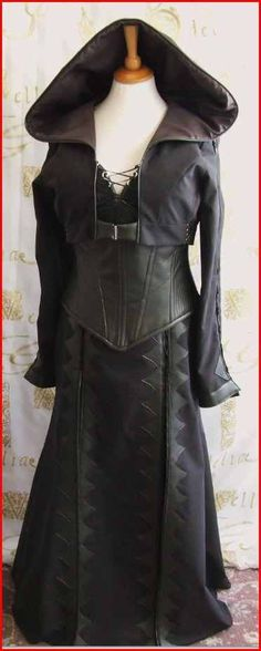 A Kahlan costume from Legend of the Seeker