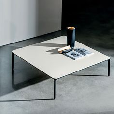 The Slim coffee table gives an essential minimalism to any kind of interiors. #interiorarchitecture #interiordesign #interiors #design #archilovers E Piano, Interior Architecture, Interior Design, Coffee Table Design, Lounge Areas, Chrome Finish, Polished Chrome, Minimalist, Slim