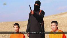 Em vídeo publicado na internet, vítimas aparecem ajoelhadas e cercadas por um grupo de homens armados e mascarados