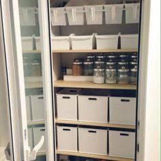 hi-roさんの、キッチンの収納,つっぱり棒,セリア,ニトリ,整理収納,キッチン収納,セリア収納ケース,シンプル,100均,パントリー内部,パントリー,収納,食品庫,キッチン,のお部屋写真
