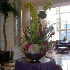 May 2017 - The grandeur of hotel florals. See more ideas about Floral arrangements, Flower arrangements and Floral. Large Flower Arrangements, Flower Centerpieces, Flower Decorations, Fresh Flowers, Beautiful Flowers, Cascade Bouquet, Church Flowers, Hotel Lobby, Flower Crafts