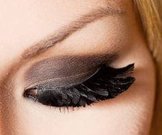 That's sooo cool... her eyelashes look like feathers. perfect for black swan halloween costume