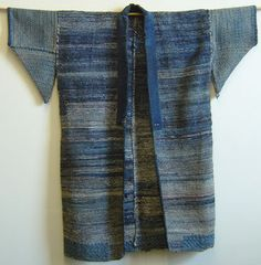 This sakiori hanten has it all: indigo cotton rag weft, hemp warp, great condition, nice proportions, good mending– and a fine, old age.   These characteristics make for a grade A sakiori garment
