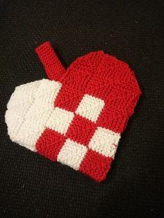 Gratis opskrift. Domino strikket hjerte. Julehjerte. Strikket hjerte. Xmas, Christmas, Perler Beads, Knit Crochet, Diy And Crafts, Knitting, Craft, Events, Tricot