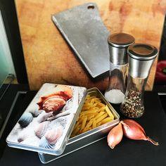 Cadouri - handmade Shop   mit Liebe hergestellte Produkte für Zwei- & Vierbeiner   Blechdose MUSCHELN Pasta, Dairy, Cheese, Food, Tin Lunch Boxes, Conchas De Mar, Food Dinners, Products, Food Food