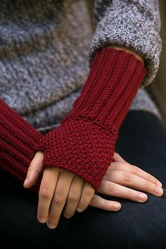 Regal Wristwarmers are elegant, textured fingerless gloves that feature ribbing wrist details for easy wear. Worked in a deep and fall-appropriate red, these fingerless gloves are great to add a little bit of warmth without sacrificing dexterity. Crochet Fingerless Gloves Free Pattern, Crochet Mitts, Fingerless Mitts, Knitted Gloves, Knit Or Crochet, Crochet Granny, Crochet Crafts, Free Crochet, Crochet Wrist Warmers