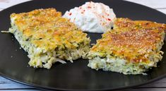 An easy and healthy recipe for baked zucchini with goat cheese, feta and yoghurt. The beauty lies in the simplicity! My Recipes, Sweet Recipes, Vegetarian Recipes, Healthy Recipes, Healthy Food, Bake Zucchini, Greek Dishes, Goat Cheese, Smoothie Recipes