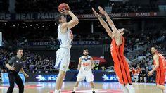 El Real Madrid y el Valencia Basket comienzan este viernes la serie final de los playoffs en búsqueda del título de la Liga ACB. Primer y tercer clasificados de la fase regular se enfrentan en una serie a 5 partidos con factor cancha a favor de los blancos. Estos equipos ya se han visto las caras en los playoffs anteriormente, pero nunca en la gran final. Ambos equipos intentarán culminar sus temporadas con un título para sus vitrinas, además de escribir un capítulo más en el libro de su…