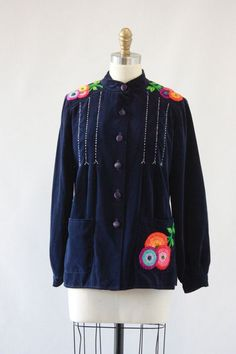Velveteen Vintage 70s Jacket with floral embroidery.