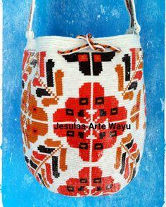 36 отметок «Нравится», 2 комментариев — Jesulaa Arte Wayuu (@jesulaa_artewayuu) в Instagram: «Continuamos con nuestras mochilas de diseños floral, realizado por artesanos wayuu del norte de…»