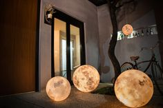 Acorn Studio imagined a lamp that faithfully represents the shape of the full moon when it is illuminated. Called Luna, the lamp will be available in seven sizes and could be a simple decoration object or a real lamp that bring a cosy atmosphere to the room.