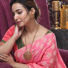 Beautiful Girl Indian, Most Beautiful Indian Actress, Beautiful Saree, Beauty Full Girl, Beauty Women, Saree Jewellery, Indian Wedding Jewelry, Beautiful Bollywood Actress, Indian Beauty Saree