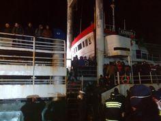 """CalabriaInforma - E' attraccato nel porto di Corigliano Calabro (CS) il mercantile """"ezadeen"""" con a bordo 450 profughi"""