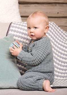 Babydress med raglanfelling Knitting For Kids, Baby Knitting, Kids And Parenting, Diy And Crafts, Knit Crochet, Baby Kids, Dresser, Rompers, Children