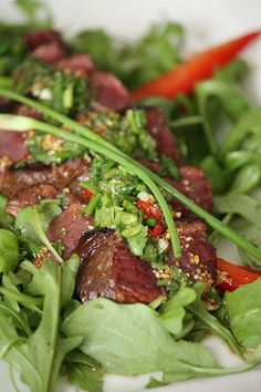 Bœuf Thaï, larmes du Tigre Sur lit de salade ou de crudités à accompagner d'une vinaigrette asiatique (huile d'olive, miel, nuoc mam et citron)