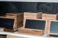 Nuestras tablas especiales de madera para platos de pizarra. Los platos son extraíbles para su mejor limpieza.  Están fabricadas en madera de Haya  #slate #boards #slate #ardoise #ardosia #decoração #decoracion #decoration #décoration #pizarra #cocina #cuisine #cozinha