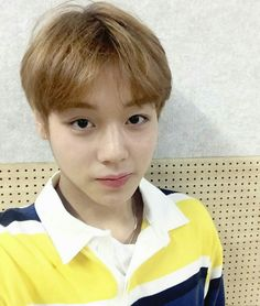 Park jihoon ● wanna one Jinyoung, Twitter Update, Ong Seongwoo, Kim Jaehwan, Day6, Korean Singer, Love Park, Guan Lin, Selfie Time