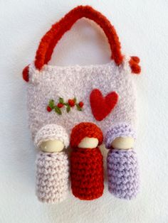 Valentines Bunting dolls  in a  pouch set wood peg dolls