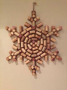 bricolage avec bouchon de liège, flocon de neige accroché au mur