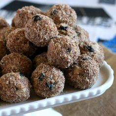 These Blueberry Almond Energy Balls packed with almonds, blueberries, honey and flax seeds make for a nutritious and satisfying snack.